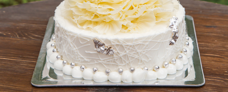 生クリームケーキにカルトンキャレのJシルバー色を使用