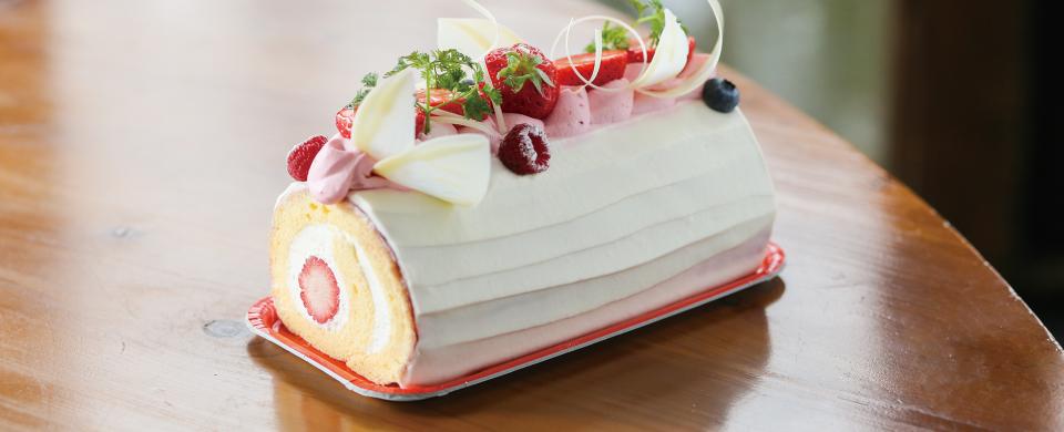 ラズベリーケーキにエンジェルのレッド色を使用