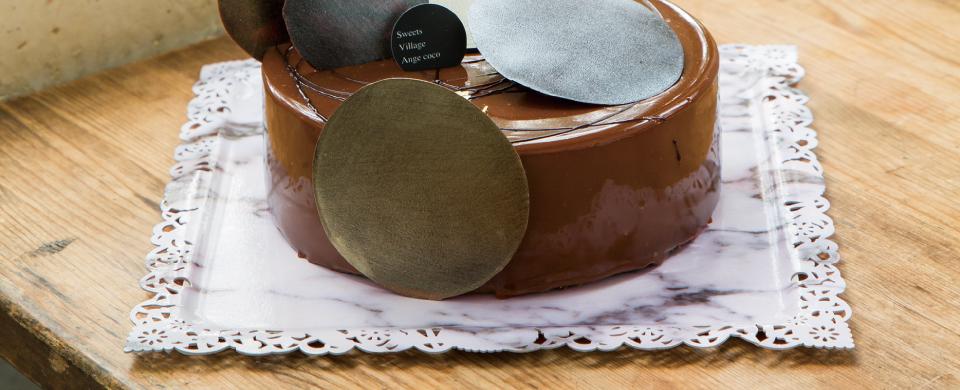 チョコレートケーキにアンスールのマーブル柄を使用